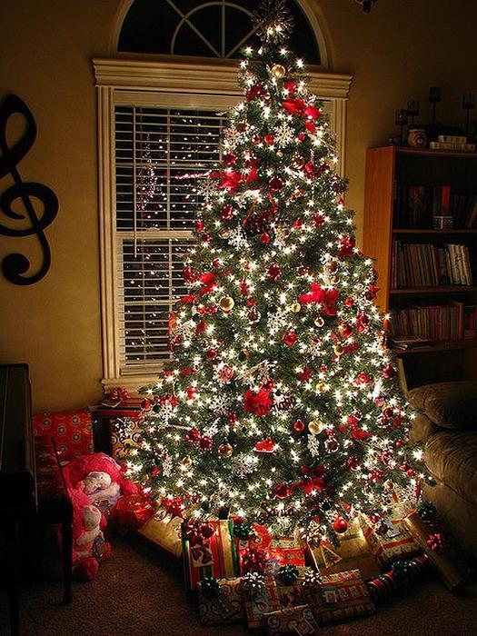 Как правильно украшать новогоднюю красавицу елку?