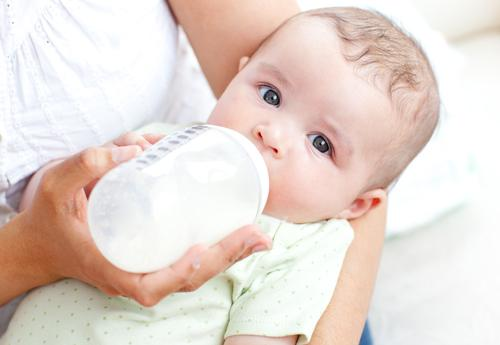 Как правильно отлучить ребёнка от груди?