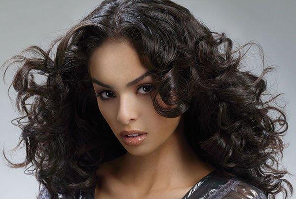 Как правельно отрасчивать волнистые волосы пар?