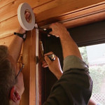 Красить потолок двумя валиками