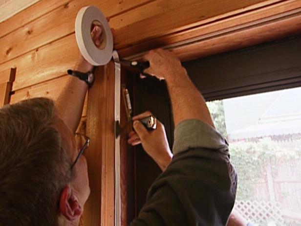 Чем утеплить деревянную дверь в частном доме своими руками 46
