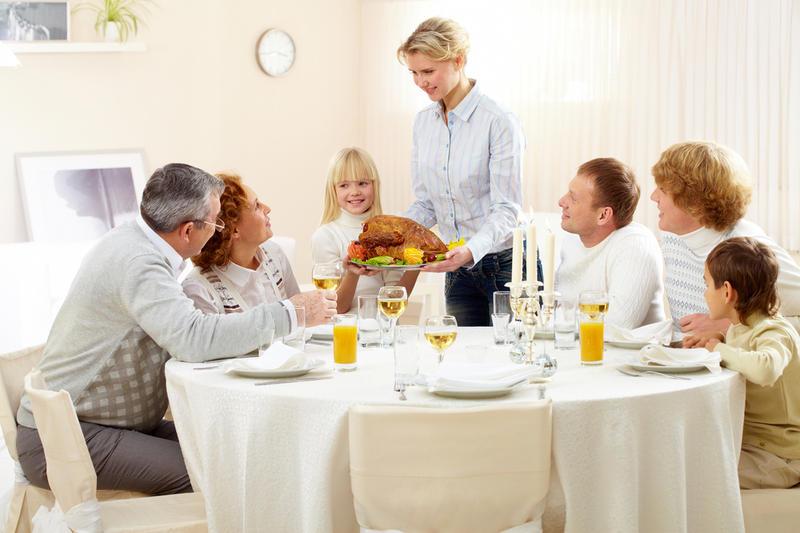 Знакомства за столом для гостей