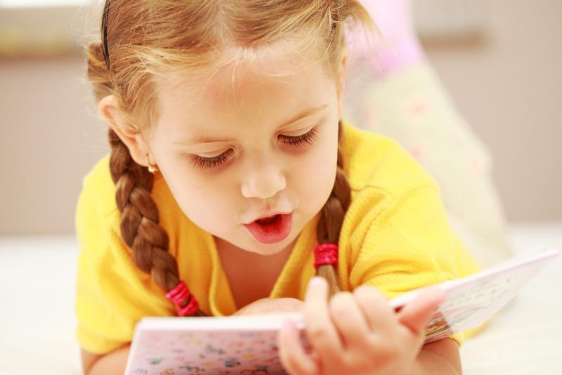 Как правильно научить ребенка читать?