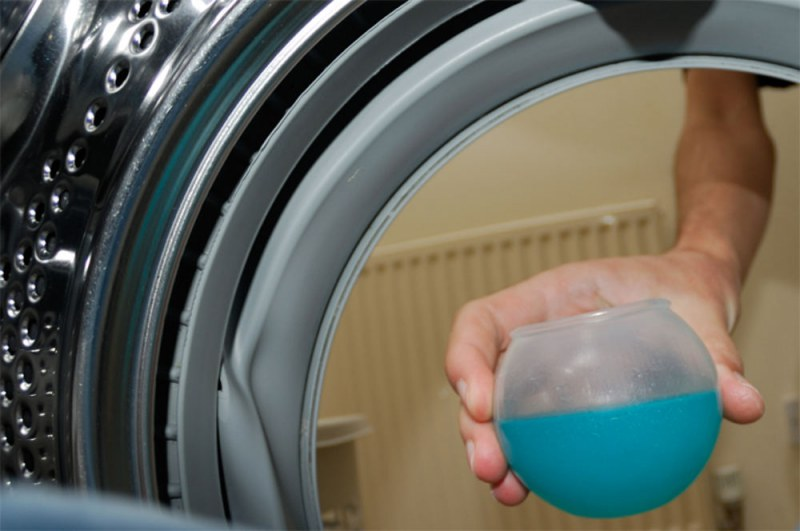 Как правильно стирать пуховик в домашних условиях?