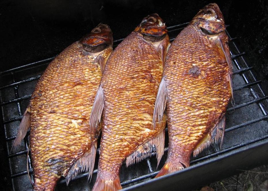Рыба на пару на опилках