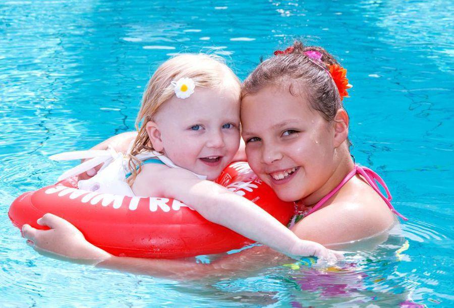 Как правильно подобрать ребенку детский надувной круг для купания?
