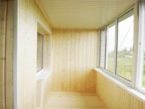 Как правильно выполнить обшивку балкона вагонкой