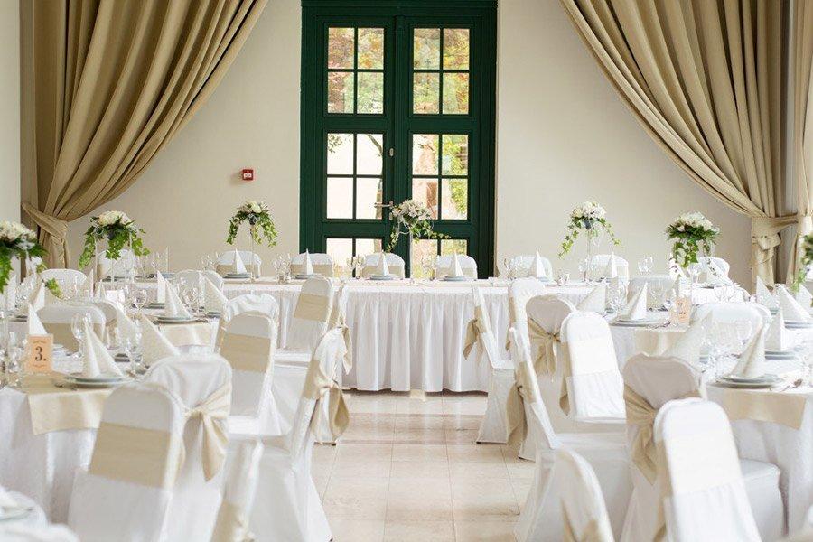 Как правильно рассадить гостей на свадьбе